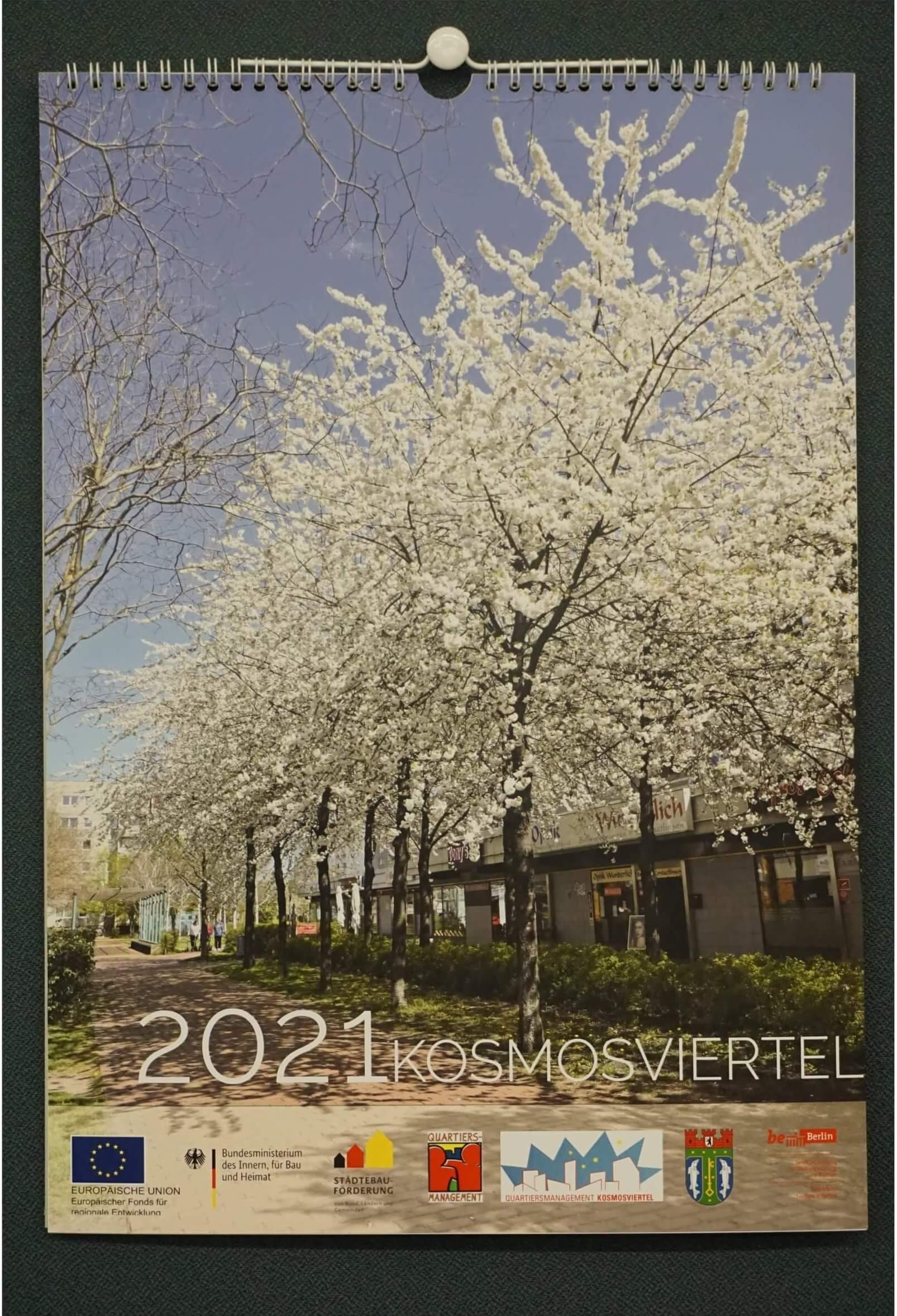 Der fertige Kosmos-Kalender für 2021 mit Motiven aus dem Kosmosviertel